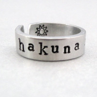 Personlized Lion King Ring  Hakuna Matata  Hand by emerydrive