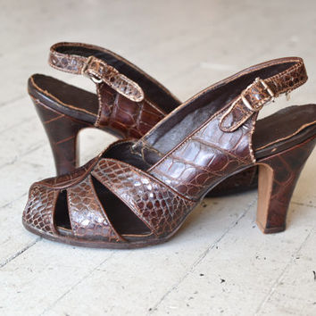 vintage 1940s shoes / alligator 40s peeptoe heels / Boardwalk heels