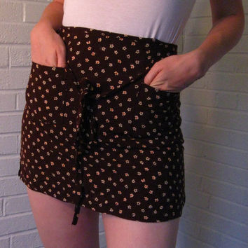 Adorable Little Brown 1990s Skirt. Tiny cream colored flowers. Small.