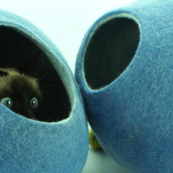 Cat bed, house, cave, nap cocoon from natural felted wool. FREE shipping to EU and US. Color sky blue. Size M.
