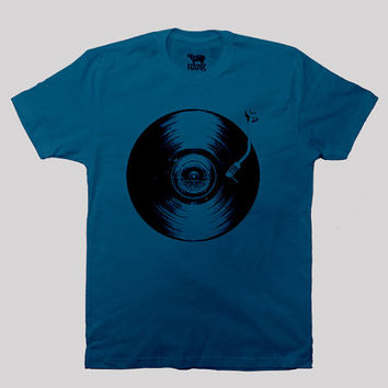 Free US Shipping, Retro Vinyl Record Player shirt, music shirt - Available in S to  2XL, (9 Color Options)