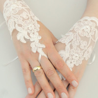 Wedding Gloves, ivory lace gloves, collar, Fingerless Gloves, ivory wedding gown, off  cuffs, cuff wedding bride, bridal gloves, Ivory-,