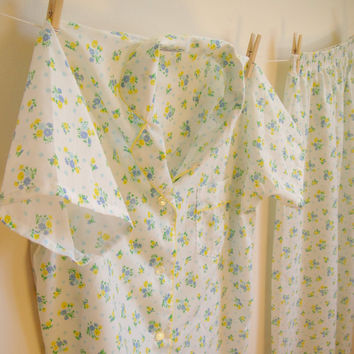 Vintage. 50's. White Floral Pajama Set. PJs. Green Blue Yellow. Short Sleeves. Button Up. Sleepwear. Adorable. Sweet. Retro. Medium M