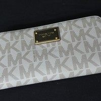 NWT! Michael Kors Signature Zip Around Large Travell Wallet in Vanilla. RARE!