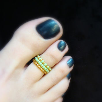Stacking Toe Rings - Apple Green - Gold Lined Beads - Stretch Bead Toe Ring