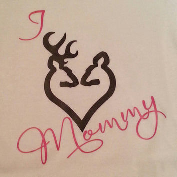 I love Mommy Buck and Doe new baby gift. Baby shower Hunting Onesuit