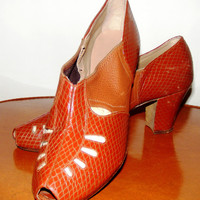 Vintage 1930s Early 1940s Womens Shoes Pumps Heels Cut Outs Peep Toe Leather 6 to 6 and a half N