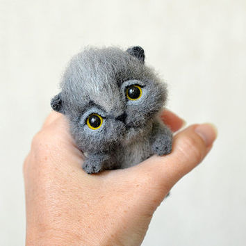 Needle felted little grey kitten. Tiny cute cat. Miniature animal. Sweet gift. Small toy.