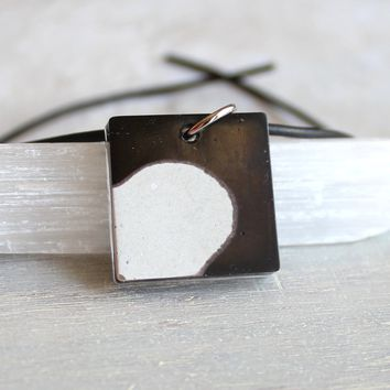 Square necklace - black and white