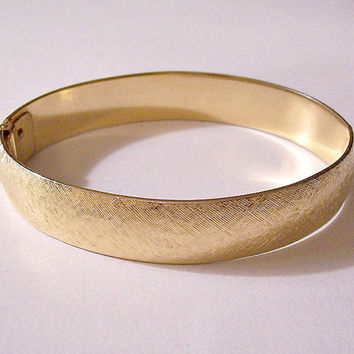 Monet Brushed Wedding Band Bracelet Gold Tone Vintage Hinged Wide Band Small Spring Clamp Open Wrist Bangle