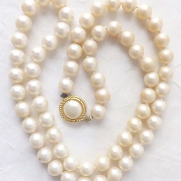 Vintage Crown Trifari Faux Pearl Necklace