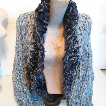 Chunky knit shrug crop cardi cardigan sweater shawl collar small extra small women in blue-grey white navy tweed