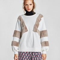 SWEATSHIRT WITH CONTRASTING SLEEVES DETAILS
