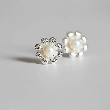 Pearl & Sunflower Stud Earrings, Sterling Silver Sunflower Earrings,silver flower earrings,gift for her,sunflower jewelry,flower jewelry