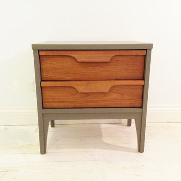 Mid Century End Table In Heavy Cream