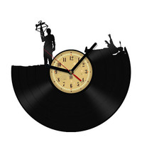 Vinyl Clock - Daryl - Walking Dead. Upcycling product made from vinyl records. Cool gift ideas for music lovers.
