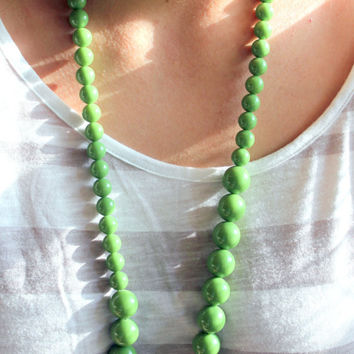 34'' Vintage Green Graduated Lucite Necklace Circa 1960 Chunky Beaded Necklace