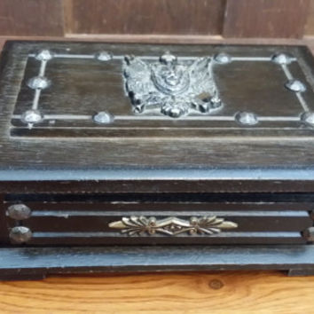 Vintage Wood Men's Jewelry Box Valet With Red Velvet Inside Lion's Head Eagle Crest
