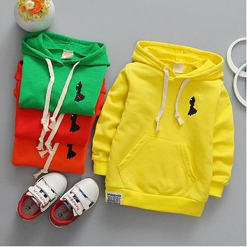 The new spring 0-2 years old baby boy and girl fashion garment unlined upper garment + free gift