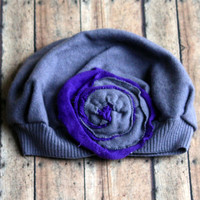 Felted Women's Hat in Gray With Shabby Flower - Upcycle