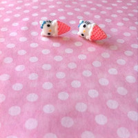 Hello Kitty/Minnie Mouse earrings.