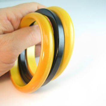 Bakelite Bracelet Bangles Signal Yellow Black Set of Three Vintage 1940s Retro Jewelry
