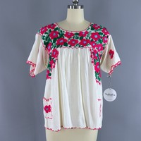 Vintage Mexican Oaxacan Huipil Embroidered Blouse / Off White & Pink Floral Embroidery