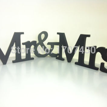 Painted in Black MRS & Mr wooden Letters for Sweetheart Table, wedding signs,Wedding decoration, wedding reception decor