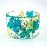Blue and Yellow Hydrangea with White Baby's Breath Botanical Resin Bangle. Chunky Bangle with Pressed Flowers. Personalized Engraved Jewelry