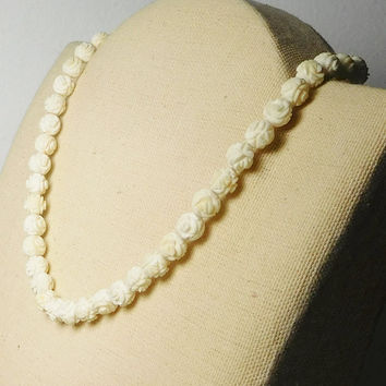 """Beige Carved Rosette Beaded Choker Necklace Vintage Cream Off White Beads Strung on Cord 15 1/2"""" Rose Beads Barrel Clasp Plastic Celluloid"""