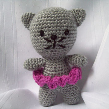 Crochet Toy Kitten // Amigurumi Stuffed Kitten // Handmade Stuffed Animal // Gray Kitten