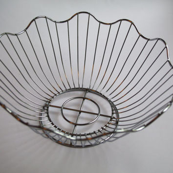 Vintage metal wire basket / Silver fruit basket / Made in USSR / Soviet era / Wire Round Basket / Metal Bowl Daisy Design Bread Basket /bowl