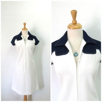 Vintage 70s Leslie Fay dress, White Navy blue Zipper front shift dress Small