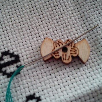 wooden button magnetic needle minder with flower detail (needle nanny, needle keeper)