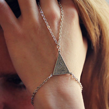 ornate triangle slave bracelet in silver, bracelet ring, slave ring, art deco triangle, triangle bracelet