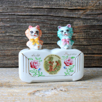 vintage nodders salt and pepper shakers cats souvenir wisconsin dells stand rock