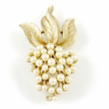 Vintage Signed Trifari Goldtone/Faux Pearl Brooch 1960'S