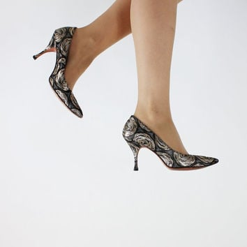 SALE - Vintage 1950s Black Gold Silver Metallic Roses Heels. Size 8.5. Euro Size 38.5. Bombshell Stillettos. Kitten High Heels. Cocktail.