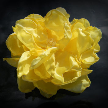 Light YELLOW flower hair clip, pale yellow fabric flower, light yellow rose hair clip FHP-0007