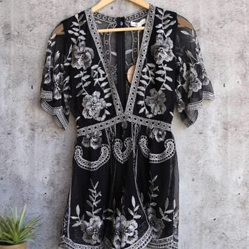 honey punch - as you wish contrasting embroidered lace romper (women) - black/silver