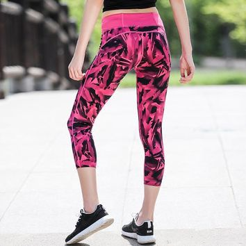 U Women's Running Yoga Tight Capris Red Feather Print Wide Waist Key Pocket Elastic Skins 3/4 Legging Bottom Sports Fitness
