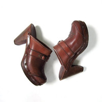 Vintage 1970s leather clogs. leather sandals. platforms. wooden heels.