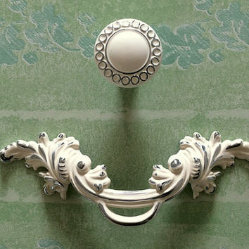"2.5"" pull handles Shabby Chic Dresser / Drawer Knob White Silver Rustic Kitchen Cabinet Handle Door Handle furniture hardware"