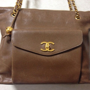 Vintage CHANEL cocoa brown caviar leather large shopper tote bag, shoulder purse with CC charms and golden chains. Classic and daily use bag