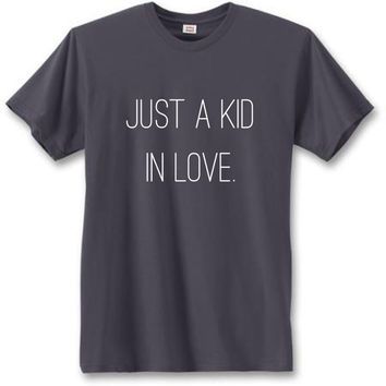 Kid in love tee