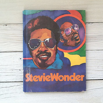 "Stevie Wonder illustrated biography - 1975 - ""Rock'n'Pop Stars"" kids book - vintage, music, colorful art, rare, childrens, motown {7x10}"