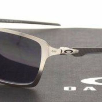 RARE New Authentic OAKLEY TINCAN CARBON Satin Chrome Mens Sunglasses OO 6017 01