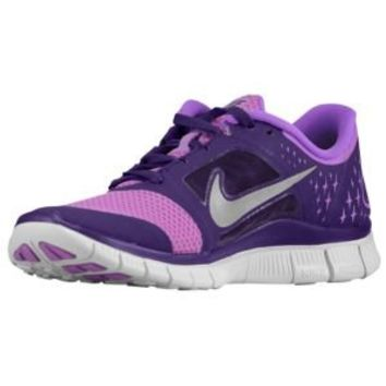 Nike Shoes for Women @ Foot Locker» Huge Selection for Women and Men Lot of exclusive Styles and Colors Free Shipping from 69 £ / 85 € Nike Women Shoes @ Foot Locker We use cookies to give you the best experience on our website.