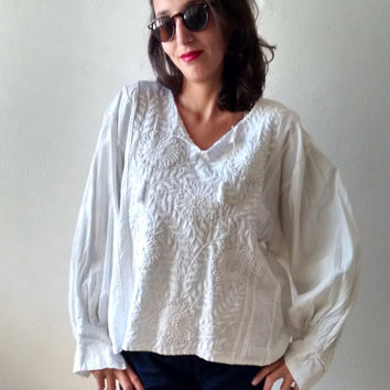 Floral  Embroidered top,white Embroidered blouse,Puffy sleeves,Balkan traditional blouse,Vintage Embroidered top,Balkan Folk blouse