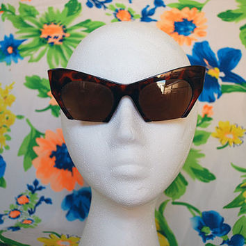 The Carmen | Vintage Shiny Tortoise Plastic Cutout Cateye Sunglasses 80s 90s Retro